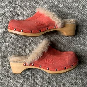 UGG clogs bright pink